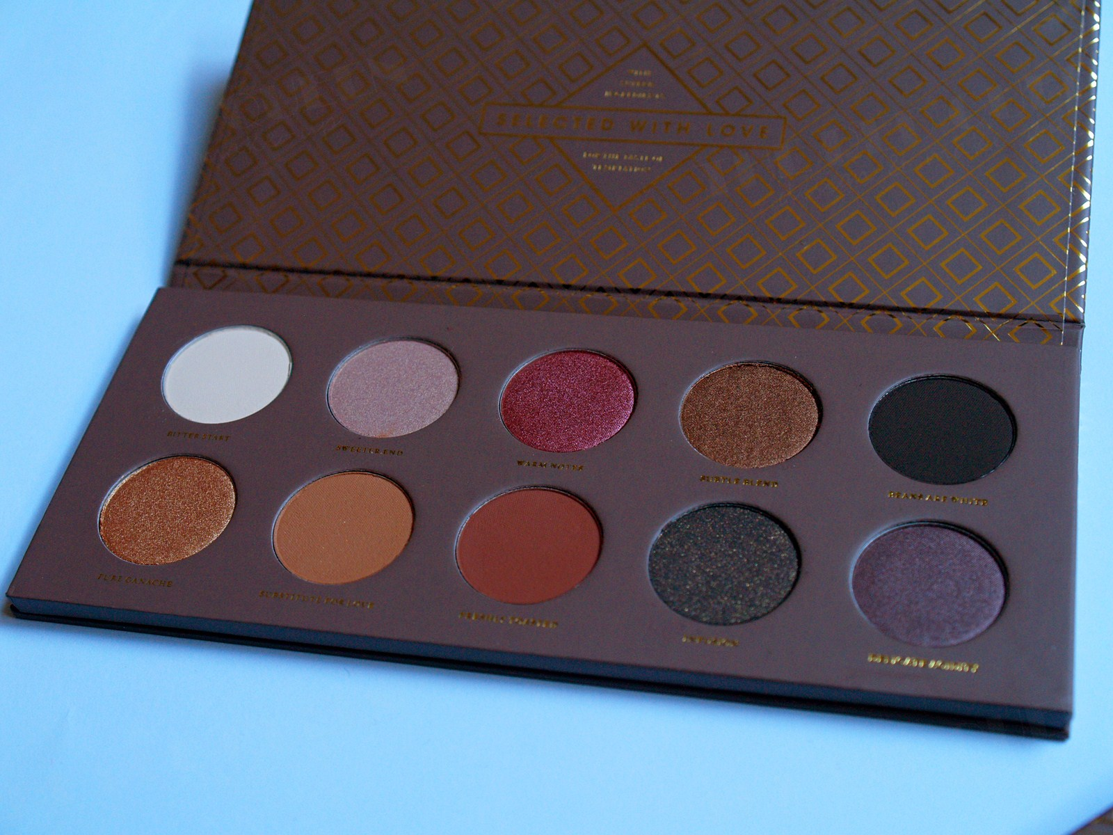 Zoeva cocoa blend palette the red queen for Divan palette