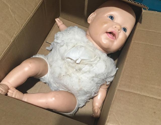 Boneca Dodói estragada na caixa