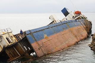 Navio tombado