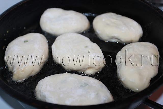 рецепт жареных пирожков с яйцом и зеленым луком с пошаговыми фото
