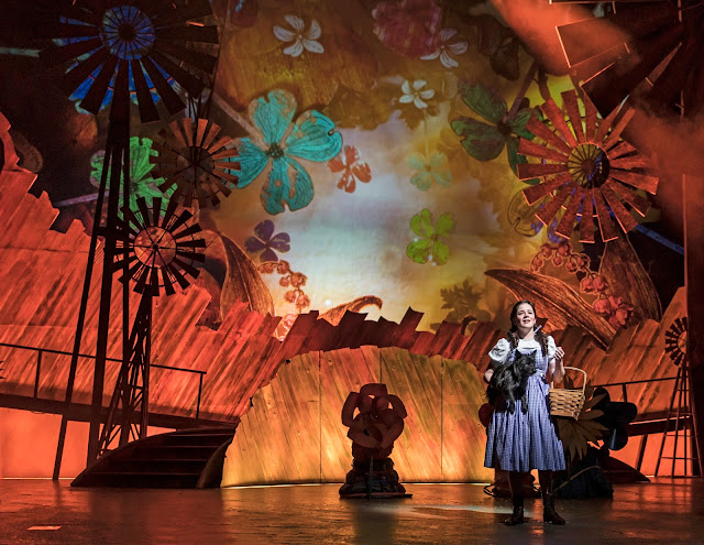 Stunning Kansas set in The Wizard of Oz. Image credit Liz Lauren courtesy of Paramount Theatre
