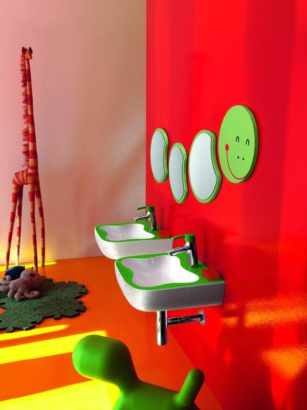 Cuarto de baño con Juegos y colorido para Niños por Laufen ...