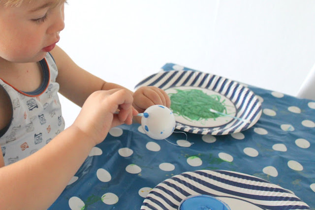 DIY Osterwerkstatt Basteln mit Kindern Ostereier bemalen Tupfenei Jules kleines Freudenhaus