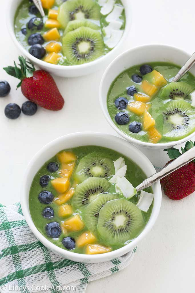 healthy easy green smoothie breakfast bowl