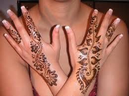 mod le de tatouage tatouages au henn sur les mains. Black Bedroom Furniture Sets. Home Design Ideas