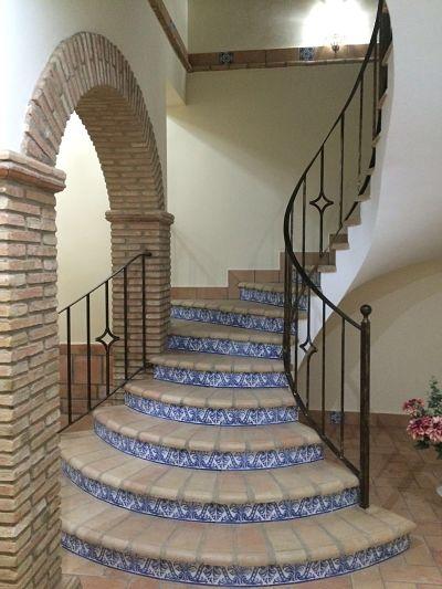 Suelos de barro escalera r stica con ladrillos a medida - Escaleras rusticas ...