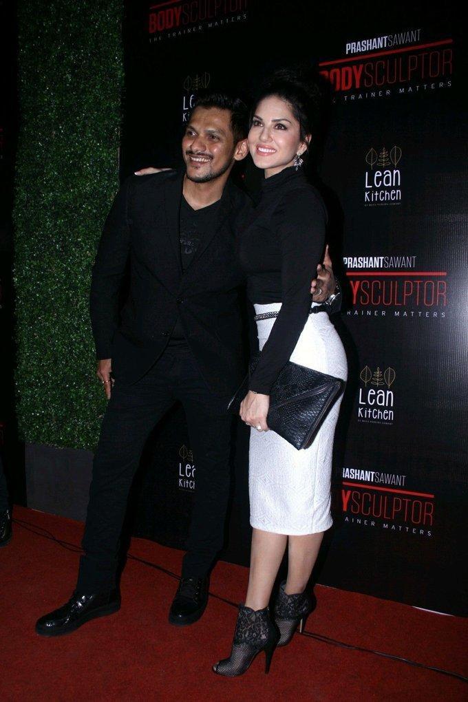 Model Sunny Leone Hot Photos In Black Dress