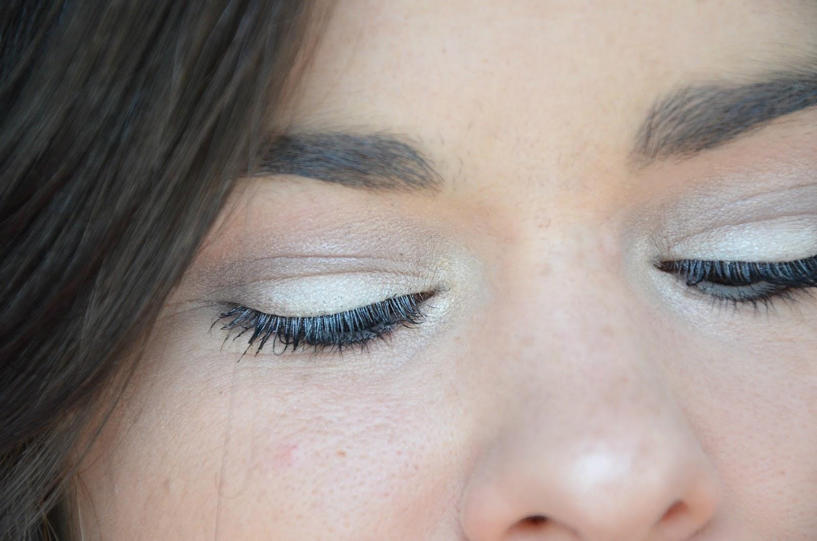 maquillage yeux avec la bouche rouge Monday Shadow Challenge