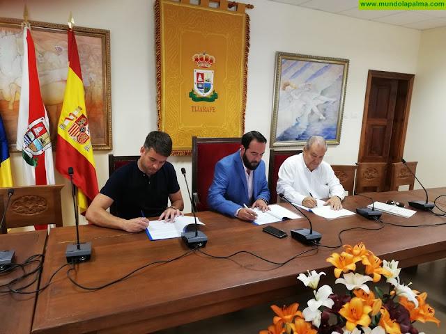 Firma del convenio entre La Federación de Empresarios de La Palma (FEDEPALMA) y el Ayuntamiento de Tijarafe