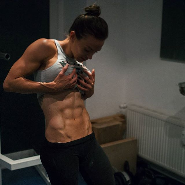Calisthenics Fitness girl Cornelia Ritzke Instagram photos