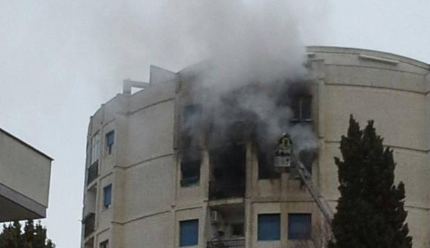 Dramma a Montesilvano, abitazione in fiamme: si getta dal sesto piano e muore