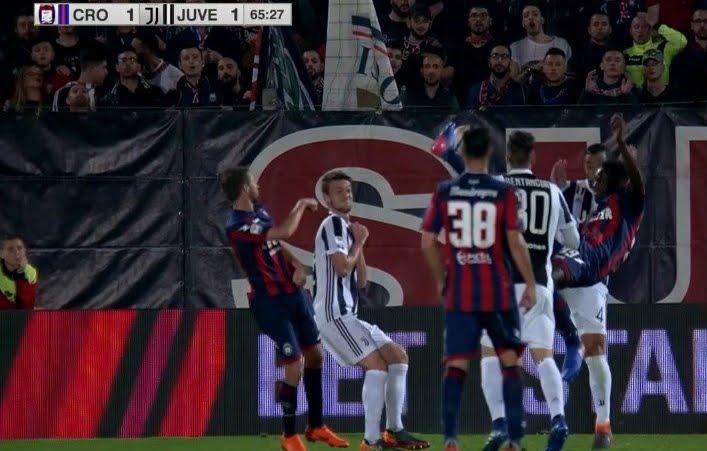 Pareggio clamoroso in Crotone Juventus, Juve al confronto diretto col Napoli con 4 punti di vantaggio
