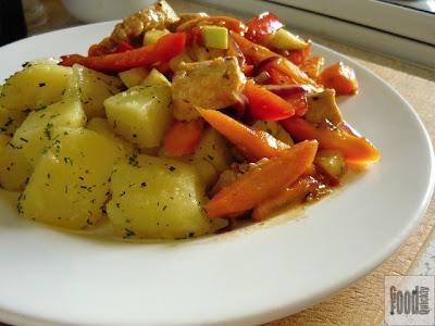 Pui cu legume și cartofi natur