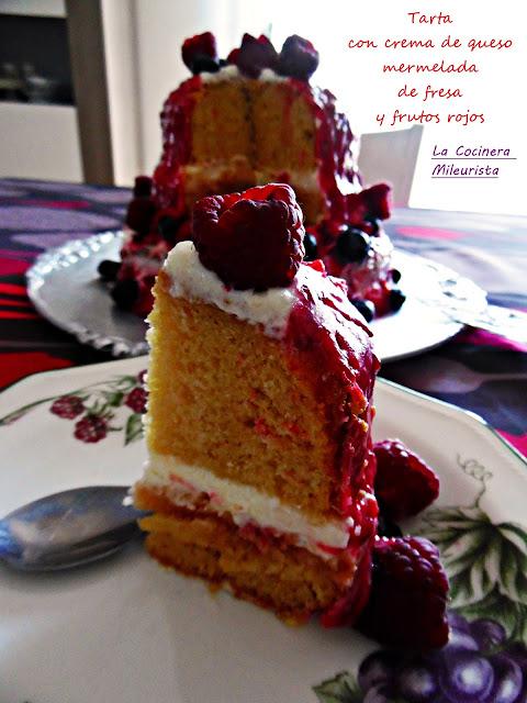 Tarta Con Crema De Queso Mermelada De Fresa Y Frutos Rojos