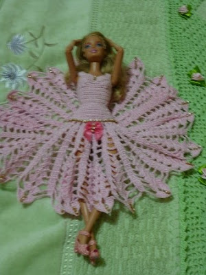 Vestido de ponta de crochê para Barbie Por Pecunia MM