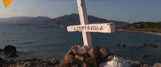 Κάτοικοι της Μυτιλήνης έβαλαν ξανά τον Σταυρό που ξερίζωσαν στη θέση του