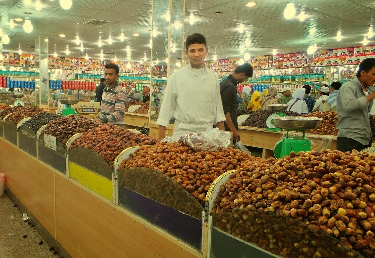 Ramadhan Tiba Sebagian Besar Umat Muslim Secara Khusus Menyiapkan Sajian  Menu Makanan Yang Berbeda Dari Menu Sehari-hari Tanah Abang dikenal sebagai  pusat ... c8bd91a7b9