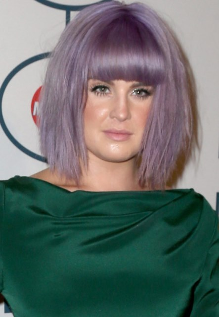 Purple Bob Dengan Blunt Bangs