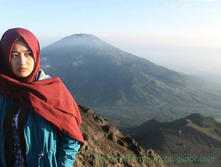 Puncak gunung adalah merupakan suatu tempat yang berada di atas gunung 10 Arti Mimpi Berada di Puncak Gunung Menurut Primbon Jawa
