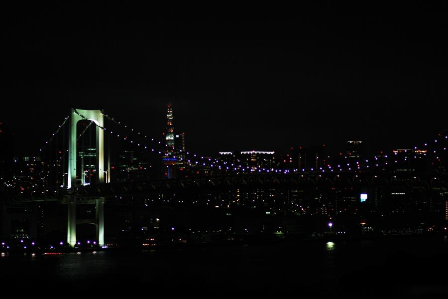 tokyo rainbow bridge by night