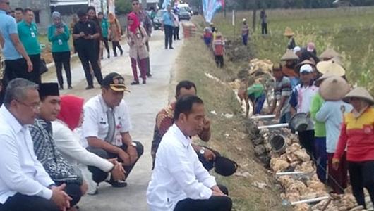 Jokowi: Kalau Sangsi Panjang Jalan Desa Silakan Ukur Sendiri