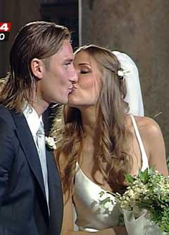 Bouquet Sposa Ilary Blasi.Oggi Sposi Blog Speciale Matrimoni All Italiana Francesco Totti E