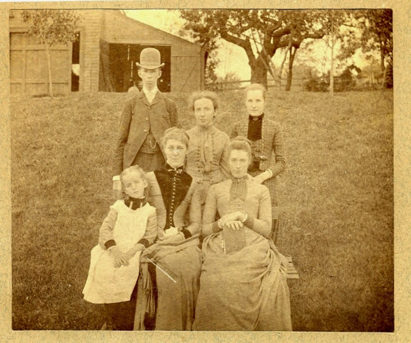 Grace Mason with mother and four siblings