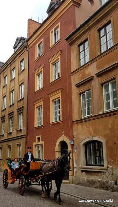 koń dorożka Warszawa Warsaw Stare Miasto Old Town kamienica architektura staromiejskie kamienice zabytek