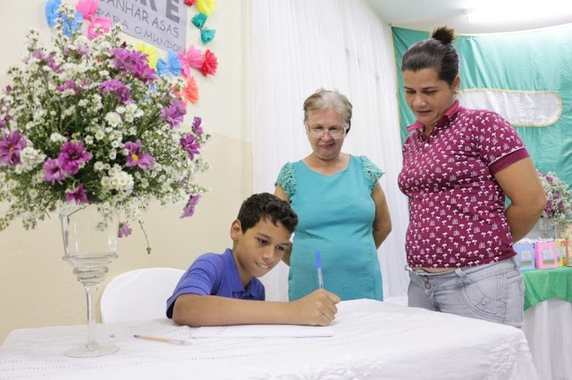 Prefeito participa de tarde de autógrafos na Escola Municipal da Serra
