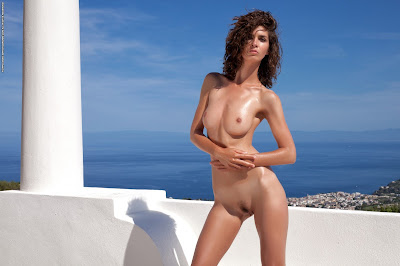 PhotoDromm Free Hot Gallery. Charlotta One Step to The Paradise Image Set