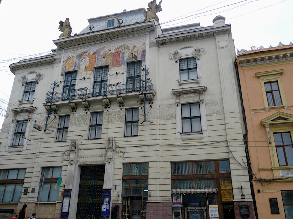 Черновцы. Бывший отель «Russie». Художественный музей
