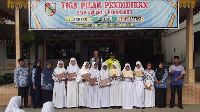 Para Juara Lomba Literasi di SMP Negeri 4 Pekanbaru