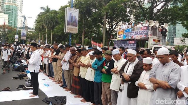 Diimami Bachtiar Nasir, Massa Aksi Bela Uighur Salat Asar Berjemaah