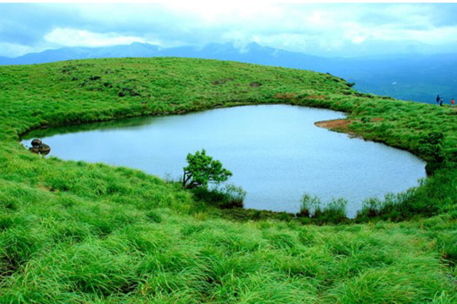 Athirapally Falls Wallpapers Voyage Kerala En Inde Du Sud R 233 Serve Naturelle De Wayanad
