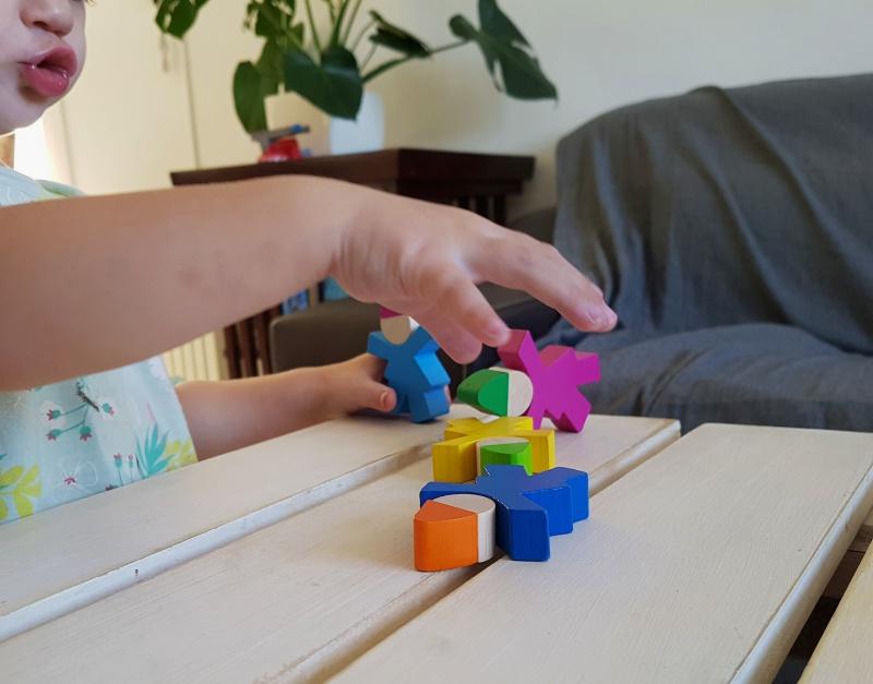 Gnomos apilables juguetes madera kinuma