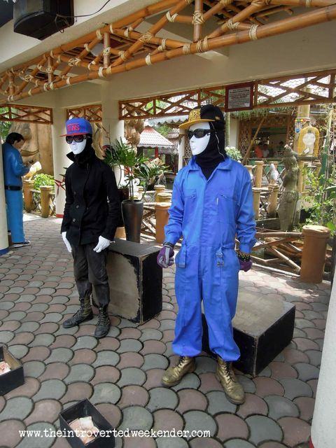 Mime artists at Isdaan Floating Restaurant