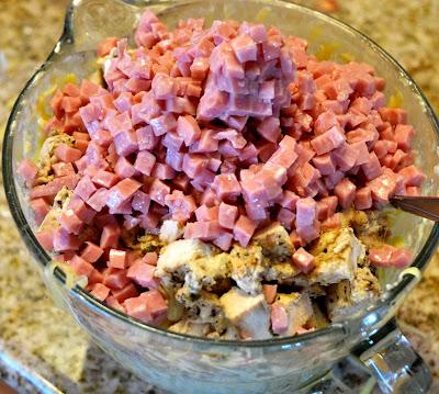 chicken cordon bleu casserole: Mixture in a bowl
