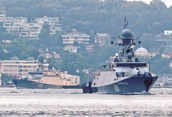 طرادات روسية تحمل صواريخ كاليبر روسية دخلت الى ميناء طرطوس