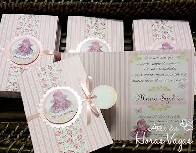 convite de aniversário infantil personalizado jardim encantado floral delicado rosa casinhas de bonecas de pano menina 1 aninho
