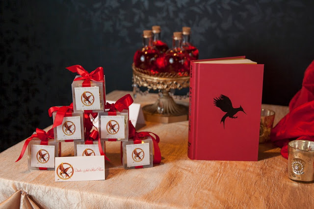 hunger+games+catching+fire+wedding+katniss+peeta+gale+red+black+gold+inspiration+theme+party+birthday+dress+cake+bouquet+jennifer+lawrence+josh+hutchinson+liam+hemsworth+sam+calflin+lilly+and+lilly+photography+27 - Catching Fire