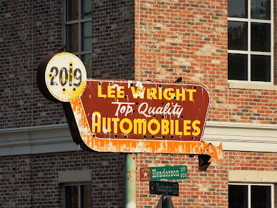 2019 Washington Ave - Lee Wright Automobiles (old sign)
