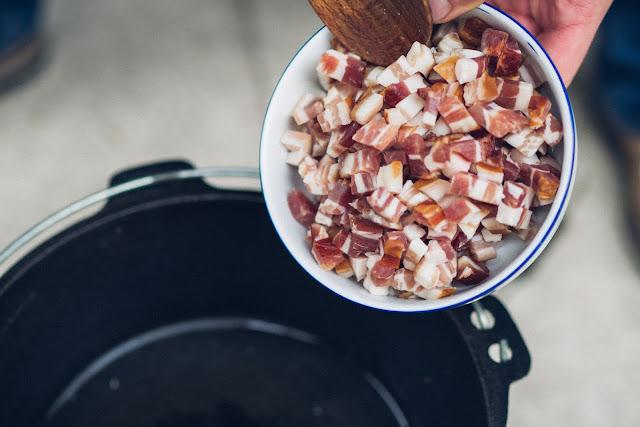 Outdoor Kitchen 10  Erbseneintopf aus dem Dutch Oven  Herzhafte Rezepte für Camping und Trekking 07