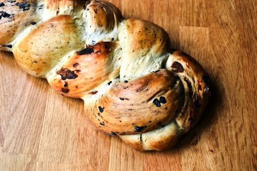 Pesto, black olive and sun-dried tomato bread plait