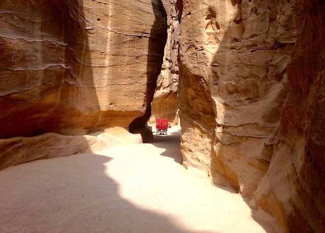 Il Siq e le infrastrutture dei Nabatei - foto di Elisa Chisana Hoshi