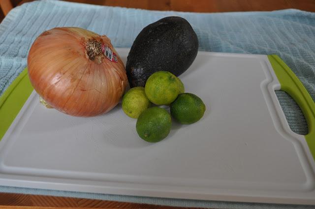 Chicken and Avocado Quinoa Salad #recipes #salads #picnicfood