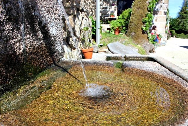 foto de agua en el camino
