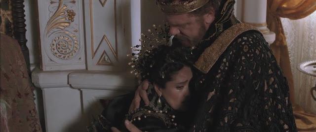 Sang Raja memeluk Ratu