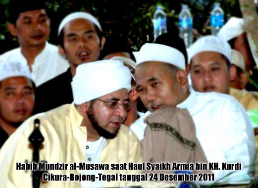 Habib Mundzir (kiri) dan KH Ahmad bin Said bin Armia