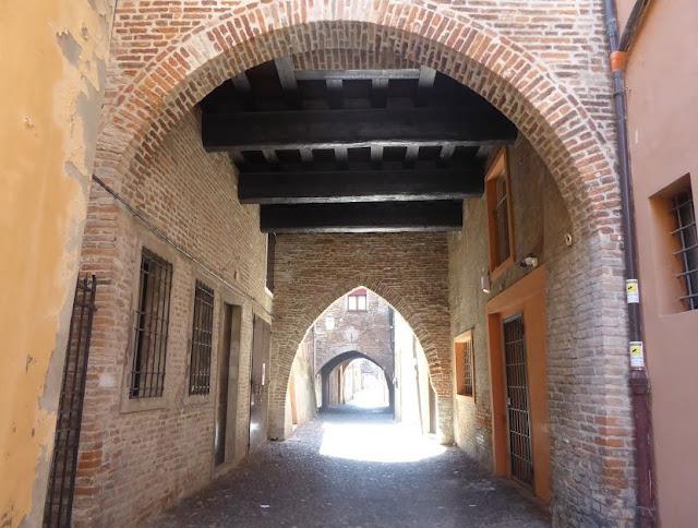 le arcate di via delle volte a Ferrara