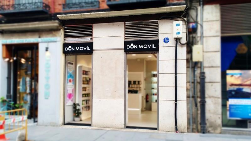 comunicacion ambiental de tienda de moviles fachada